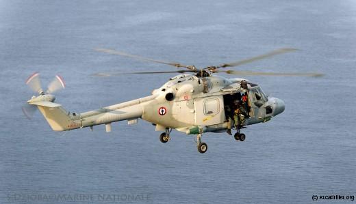 "Lynx de la 34F durant ""Esterel 13"", exercice de contre piraterie"