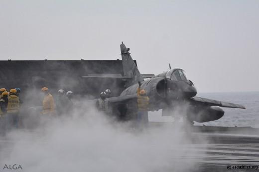 Le SEM n°1 piloté par le pacha de la 17F est paré pour la catapultage