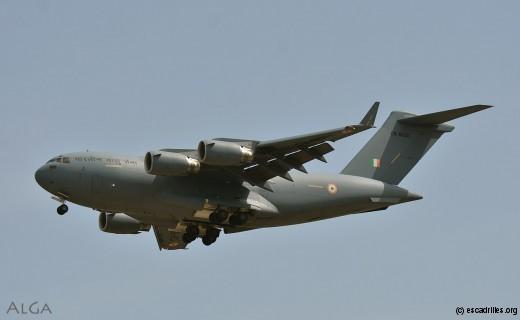 Ouvrant la marche, un C-17 tout neuf
