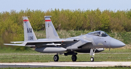 F-15 C avec un pod Sniper en ventral. Cet équipement présenterait des intéressantes capacités de détection Air–Air