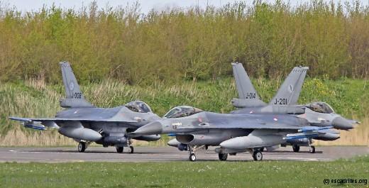 Départ de mission. A noter que les F-16 de Volkel (ici le J–014) sont désormais souvent dépourvus d'insignes de Squadron