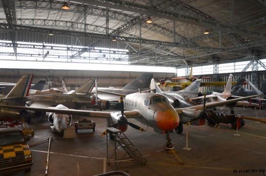 Une vue partielle de la collection dans le grand hangar HM2
