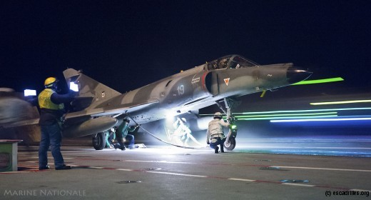 Le 17F-19 est préparé pour une mission de 'régénération' de nuit