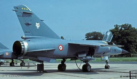 F-1 du Valois en 1982; les fleurs de Lys symbolise la région du même nom