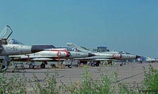 Roulage de 2 Mirage IIIC pour un entraînement au combat, en août 1977