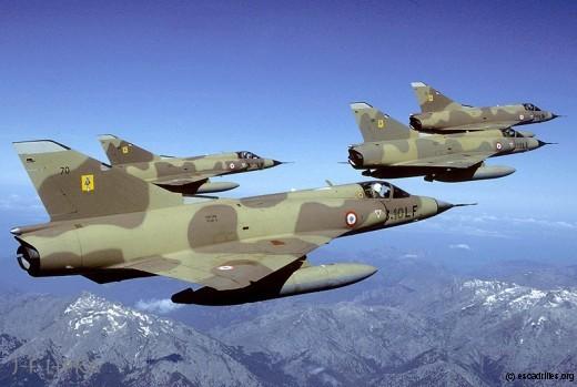 Moment historique: les quatre Mirage du 3/10 en vol retour vers la métropole