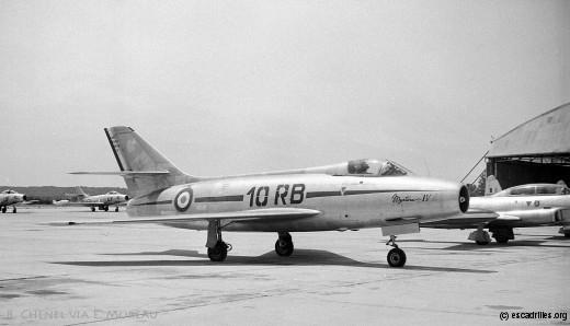 Vu ici à Salon le 18 juin 1958, le Mystère IV sera un avion de transition, uniquement utilisé au 2/10