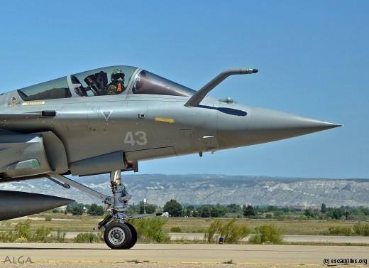 Pilote arborant l'insigne de la 11F ... le défi de 2017 sera le doublé ?