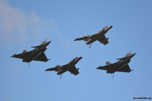 Les quatre avions au coeur du défilé du 12 juillet