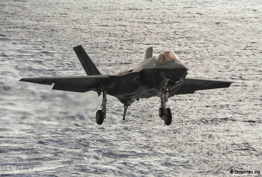 Premières quaifications à l'appontage de jour pour des opérationnels (U.S. Navy photo by Mass Communication Specialist 3rd Class Wyatt L. Anthony)
