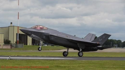 2016: arrivée à Fairford d'un des trois F-35