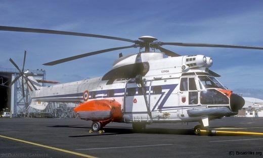 L'AS-332C 2057 'PO', vu au Maine en 2002. 'Upoa' a achevé ses vols à l'EH 1/44 en 2014, avec 6650 heures au compteur
