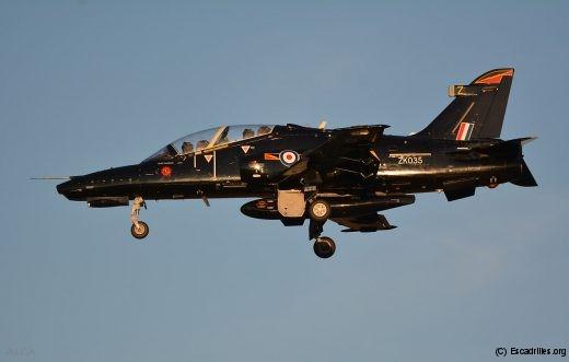 Le Hawk T2 ou modèle 128 est un peu au Hawk T1 ce que le Super Etendard est à l'Etendard