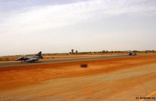 Arrivée de deux Mirage 2000C sur le détachement air de Niamey suite à reconfiguration du détachement chasse