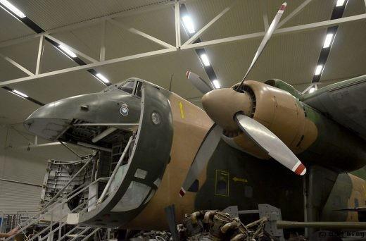 En cours d'entretien, le Bristol Freighter ... un exemple du pragmatisme des ingénieurs britanniques dans les années post-45