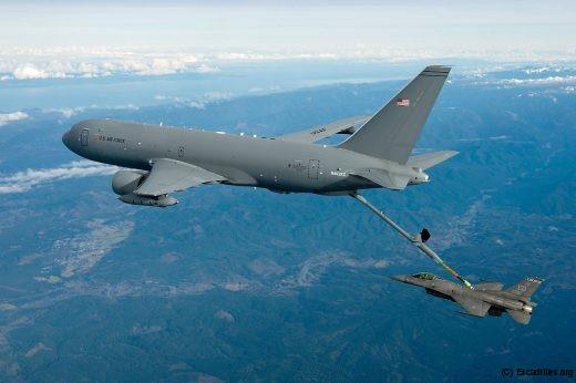 Prototype de KC-46 ravitaillant un F-16C