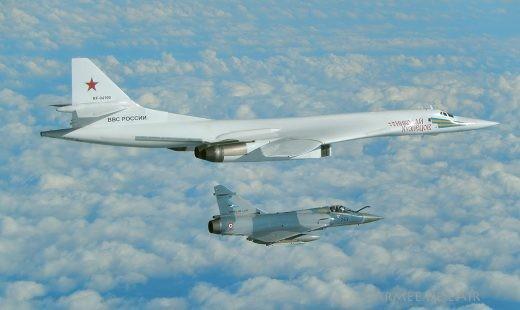 Belle image de notre '59 bleu' et du Tu-160 '94100'