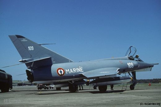 Le 109, vu en 1986 à Mont-de-Marsan, avec une nouvelle peinture grise