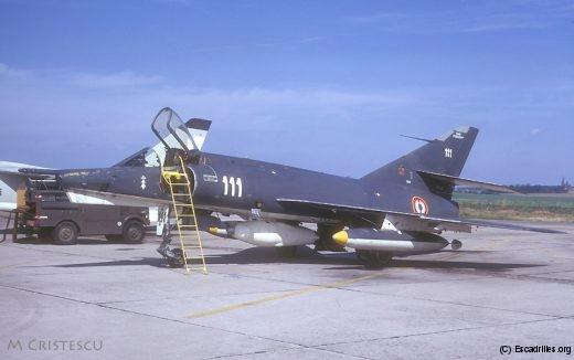 Le 111, avec la nacelle Douglas qui remplace le chassis photo ventral (Cambrai, 1973)