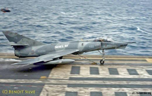 24 décembre 1993: la catapulte propulse le 118, avec à son bord le CF Silve (pacha de la 16F)