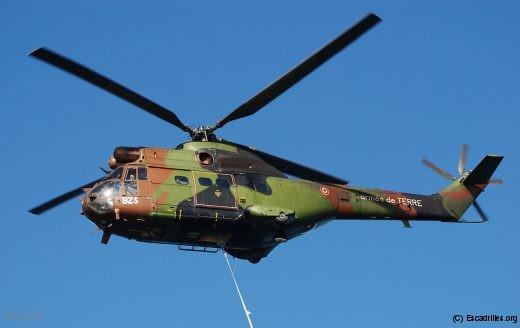 Un Puma de l'ALAT à la manoeuvre, également présent dans l'Armée de l'AIr